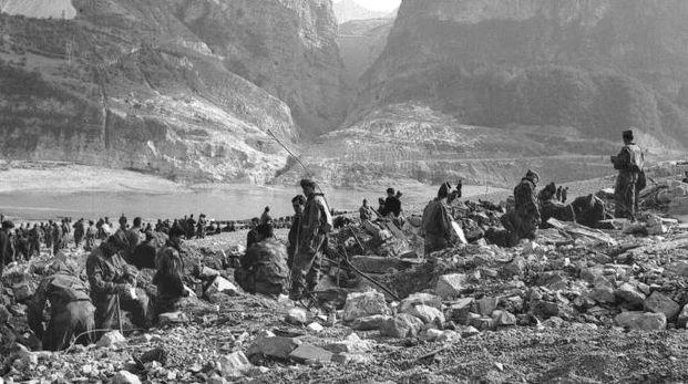 9/10/1963 - DAL MONTE TOC SI STACCANO 260 MILIONI DI METRI CUBI DI ROCCIA