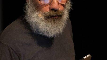 SUL PALCO L'attore  e insegnante di teatro  Paolo Montevecchi