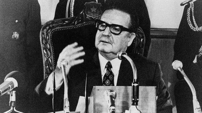 IL PRESIDENTE SOCIALISTA SALVADOR ALLENDE MORTO SUICIDA