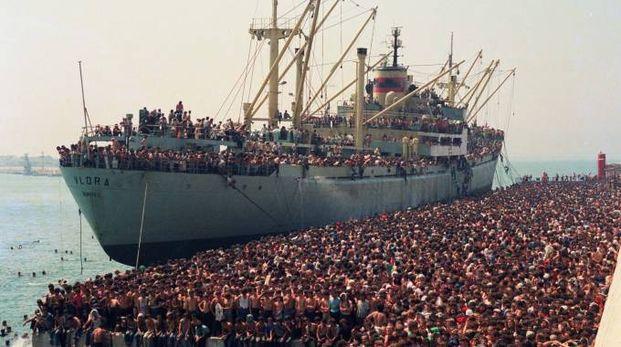 L'arrivo a Bari della nave Vlora carica di profughi albanesi nell'agosto 1991
