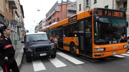 Un autobus a Milano (Newpress)