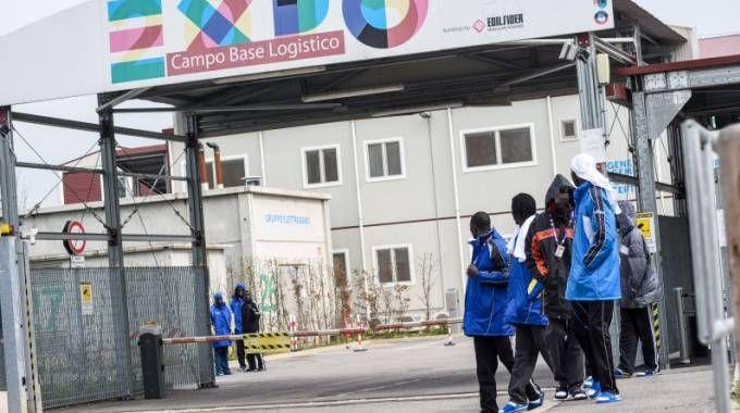 Campo Base Expo, polemica sull'accoglienza dei migranti