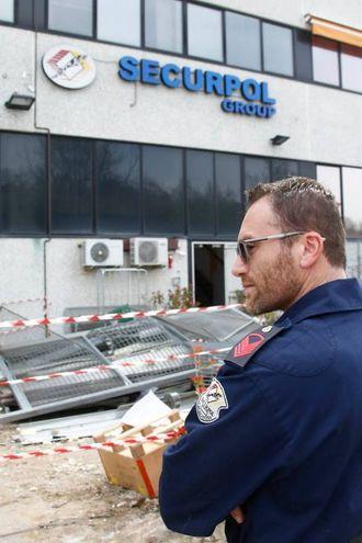 La sede Securpol assaltata nella notte (foto di Pietro)