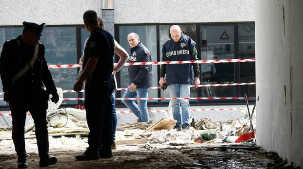 I carabinieri sul luogo dell'assalto (Dipietro)