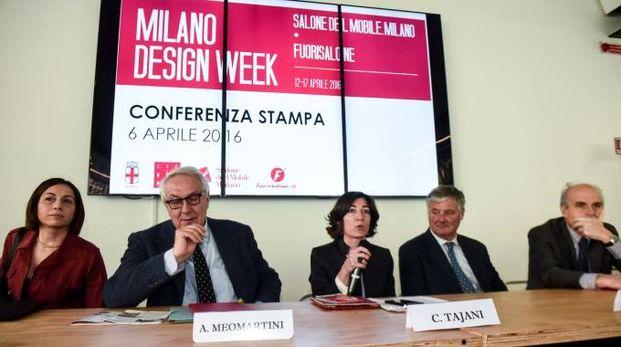 Al centro l'assessore Tajani alla presentazione della Design Week 2016 (6 aprile)