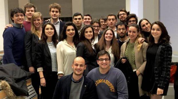 Alcuni dei 26 ragazzi di Jeme, la prima impresa italiana promossa da studenti, attiva dal 1988