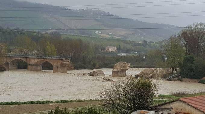 Il ponte sull'Aso già crollato nel 2013 e danneggiato di nuovo dalle piogge dello scorso 23 marzo