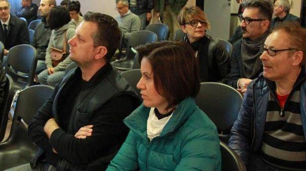 Famiglie e imprenditori  in sala, in attesa  dei 'verdetti'  sulle vendite