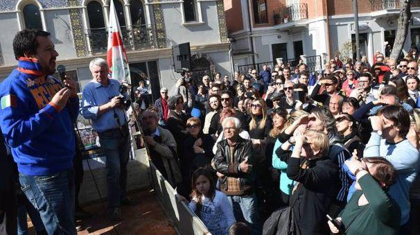 Il comizio di Salvini (foto Vives)