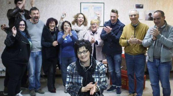 La gioia di Paola Sisti e dei suoi sostenitori alla conclusione dello spoglio (foto Pasquali)