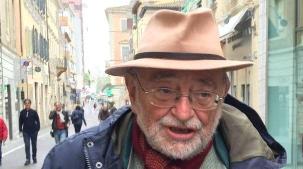 Lo scrittore e poeta Umberto Piersanti