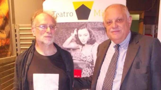 Enrico Ghezzi  con il direttore del Giorno Giancarlo Mazzuca alla presentazione degli inediti
