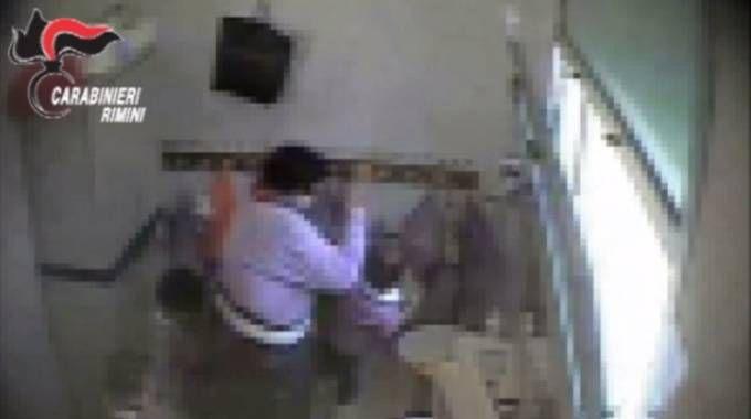 Maestra d'asilo arrestata a Rimini, un frame del video girato dai carabinieri