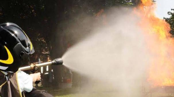 Un idrante in dotazione ai pompieri (foto di repertorio)