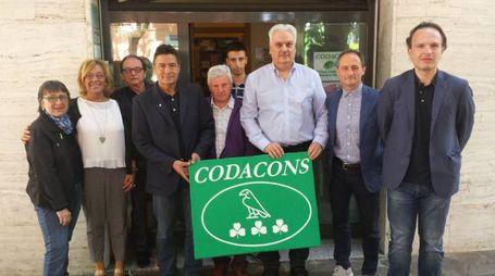 Al centro Fabio Galli, segretario del Codacons