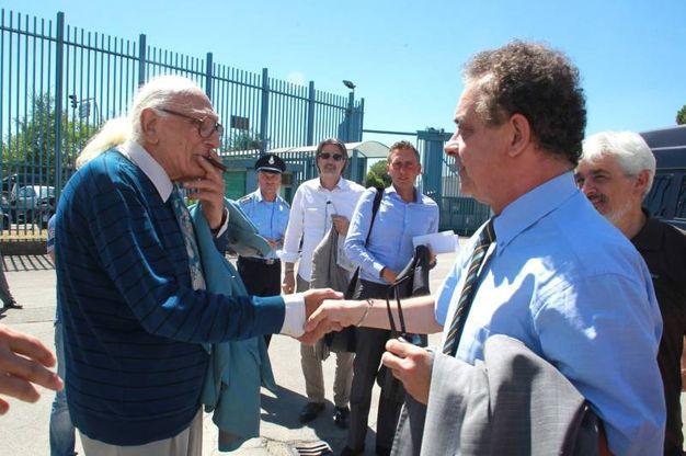 Marco Pannella in una delle sue visite al carcere di Sollicciano. Qui con l'ex presidente della Provincia, Andrea Barducci (Germogli)