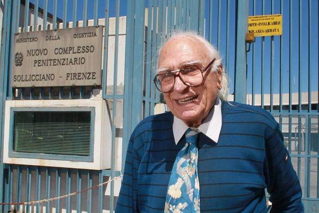 Marco Pannella in una delle sue visite al carcere di Sollicciano (Germogli)