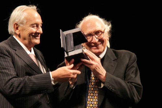 """Marco Pannella a Firenze riceve il premio """"Galileo 2000, qui con Alfonso De Virgiliis (New Press Photo)"""