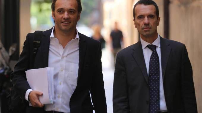 Matteo Richetti al suo arrivo in Procura accompagnato dall'avvocato (foto Ansa)