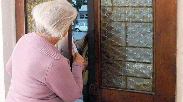 Non potendo pagare in contanti, la donna aveva offerto al finto avvocato anche i suoi gioielli
