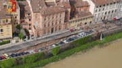 La voragine vista dall'alto grazie alle riprese dell'elicottero della Polizia di Stato