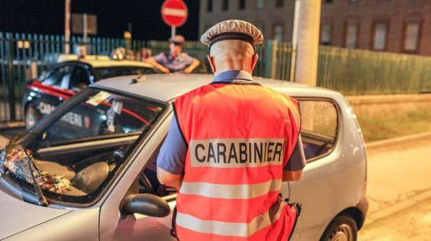 Etilometro, un controllo dei carabinieri (foto Pasquale Bove)