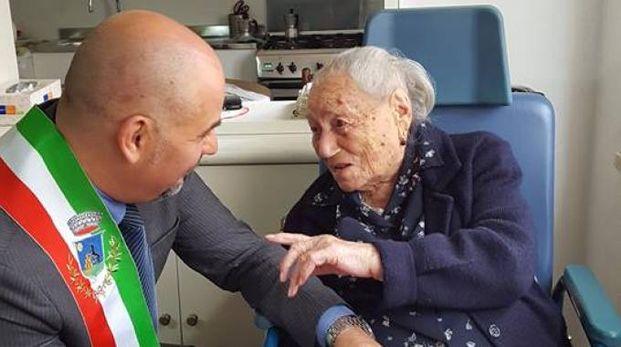 La vice-nonna d'Italia, 114 anni, con il sindaco di Montelupo