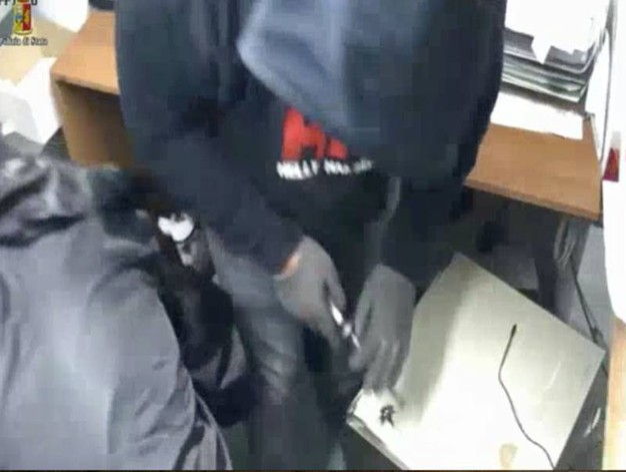 Uno degli arrestati aveva la stessa felpa usata durante i crimini commessi
