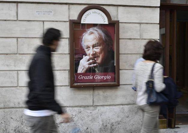 L'omaggio a Giorgio Albertazzi al teatro Argentina di Roma (foto Ansa)