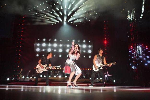 Carica sul palco di San Siro la grande Laura Pausini