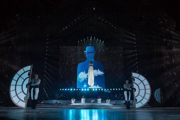 Suggestiva scenografia per il concerto di Laura Pausini a San Siro