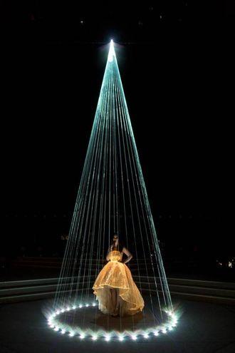 Un fascio di LUce per illuminare Laura Pausini sul palco di San Siro