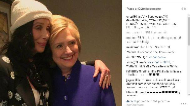 Cher in fin di vita: la cantante su Instagram ha postato una foto con Hillary Clinton