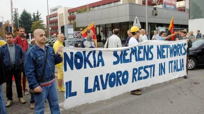 Un presidio dei lavoratori Nokia