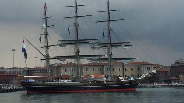 Il veliero Clipper Stad Amsterdam: un signore dei mari a Livorno ...
