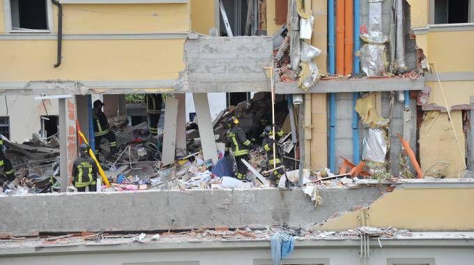 Esplosione in un palazzo di via Brioschi