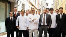 Lo staff dell'Osteria Francescana, al centro Massimo Bottura