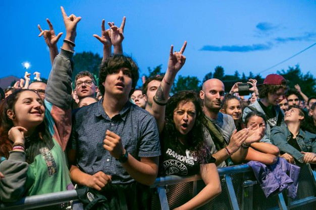 Il concerto degli Offspring al Rimini Park Rock: fan in delirio (Foto Petrangeli)