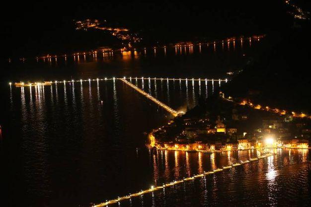 Lo spettacolo della passerella sul lago d'Iseo (Alive)