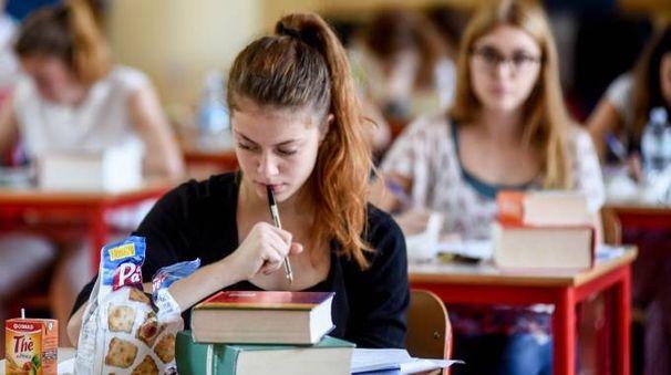 Maturità 2016, gli studenti alle prese con la prima prova (Newpress)