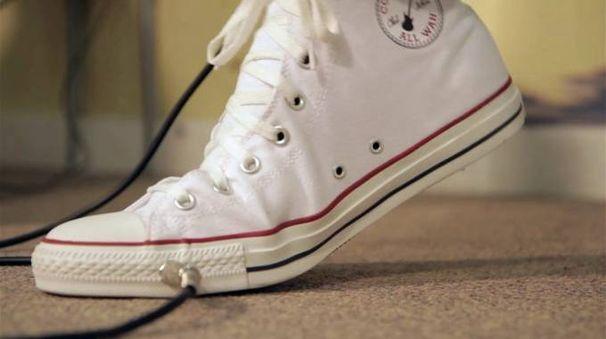 Converse All Wah, la sneaker con il pedale incorporato - foto Cute Circuit