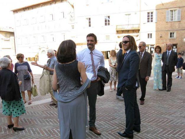 Sorrisi per le nozze di Carloni con Nicolette Davenport (foto Tiziano Mancini)