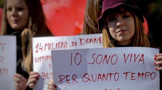 Flash mob a Napoli contro la violenza sulle donne