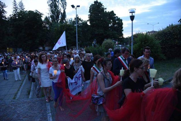 Modena, la fiaccolata contro i femminicidi (Foto Fiocchi)