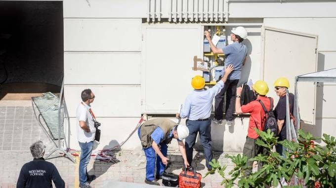 Tecnici al lavoro in via Brioschi (Newpress)