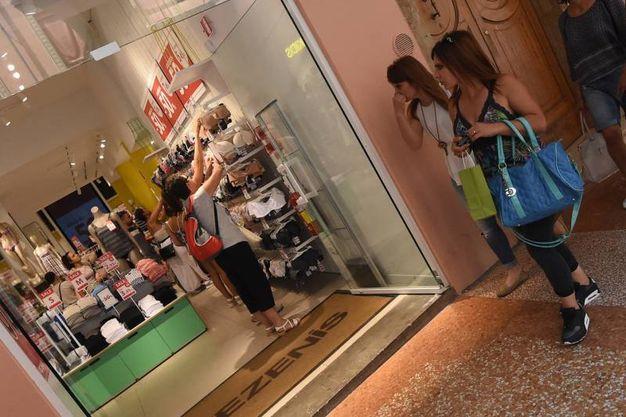Saldi estivi a Bologna, shopping sotto i portici - Cronaca ...