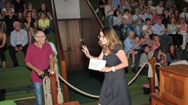 L'ingresso in aula del sindaco Molinari