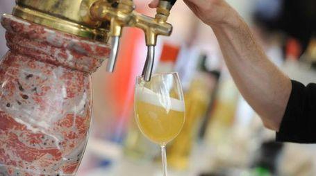 birra alla spina festa alcool ebrezza ubriachi