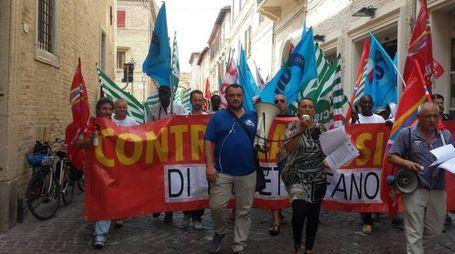 Il corteo dei lavoratori Azimut Benetti per le vie del centro storico