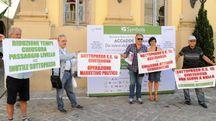 SYMBOLA, SEMINARIO ESTIVO, ACCADDE DOMANI, TREIA, 09/07/16. NELLA FOTO: PROTESTA DI ALCUNI CIVITANOVESI CONTRARI ALLA REALIZZAZIONE DEL SOTTOPASSO DEL PASSAGGIO A LIVELLO SULLA SS16 A CIVITANOVA